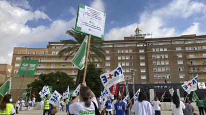Protestas de los trabajadores sanitarios en el Virgen del Rocío /SATSE